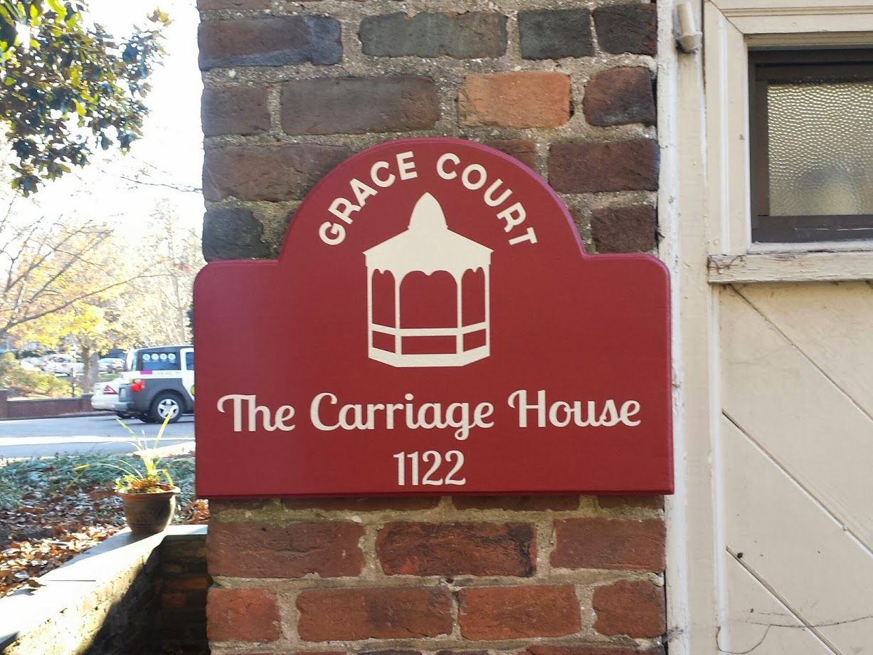 grace-court-baldwinco-carriage-house-door-display